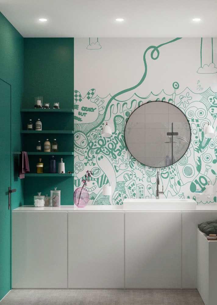 Quer um banheiro super divertido? Então aposte em um papel de parede com ilustrações irreverentes