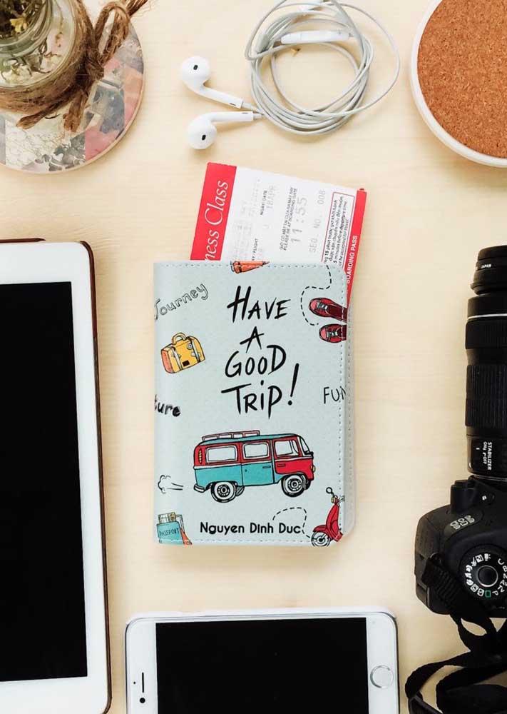 Porta passaporte divertido para uma trip descolada