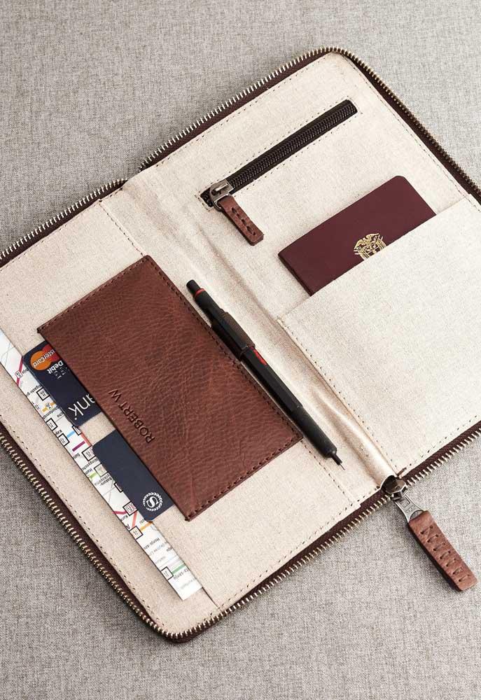 Porta passaporte com zíper e compartimento para canetas