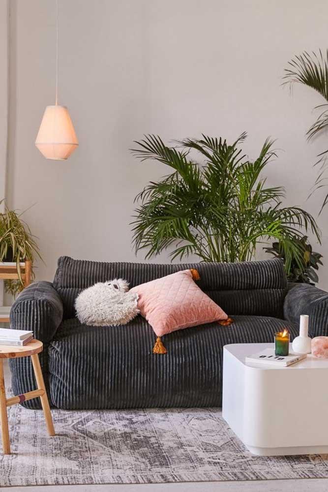 Super confortável e macio, esse sofá em chenile é um convite para os dias de descanso