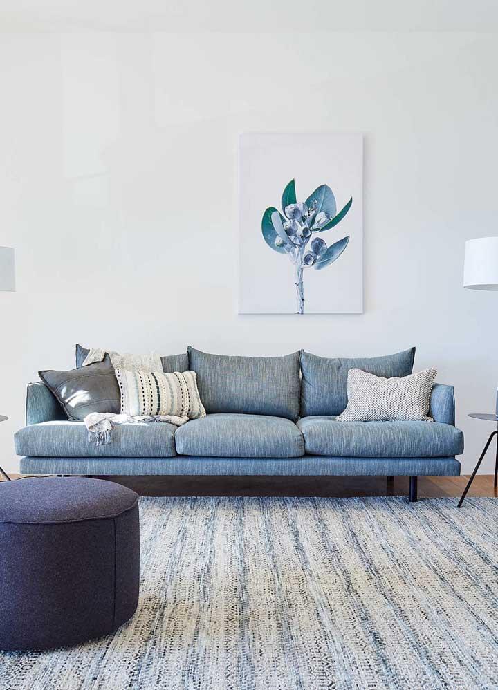 Os mais modernos vão se apaixonar pela proposta de um sofá azul em linho; maravilhoso!