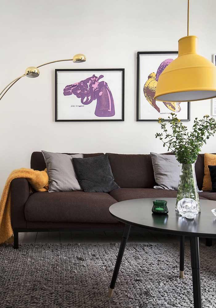 Sofá de sarja marrom: para qualquer estilo de decoração