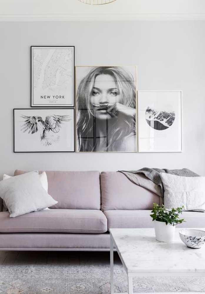 Sofá de suede cinza claro: ideal para propostas modernas de decoração