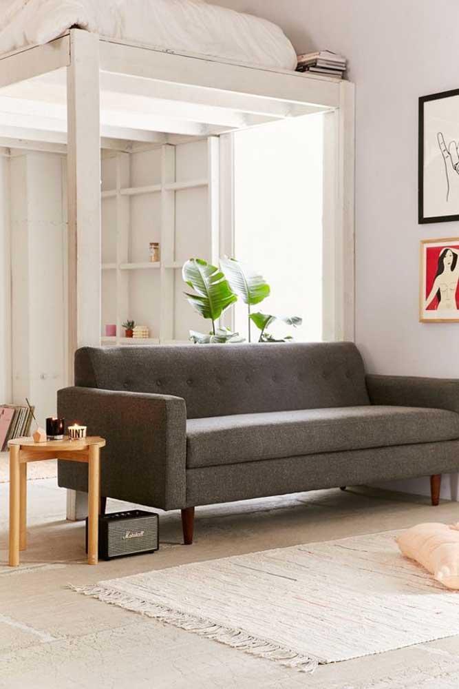 Uma versão mais escura do tweed para o sofá da sala neutra e clara
