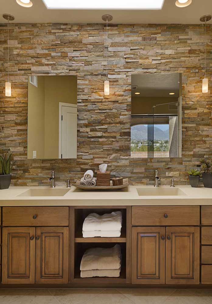 Canjiquinha ferro para o banheiro: tons marcantes e naturais da pedra em destaque