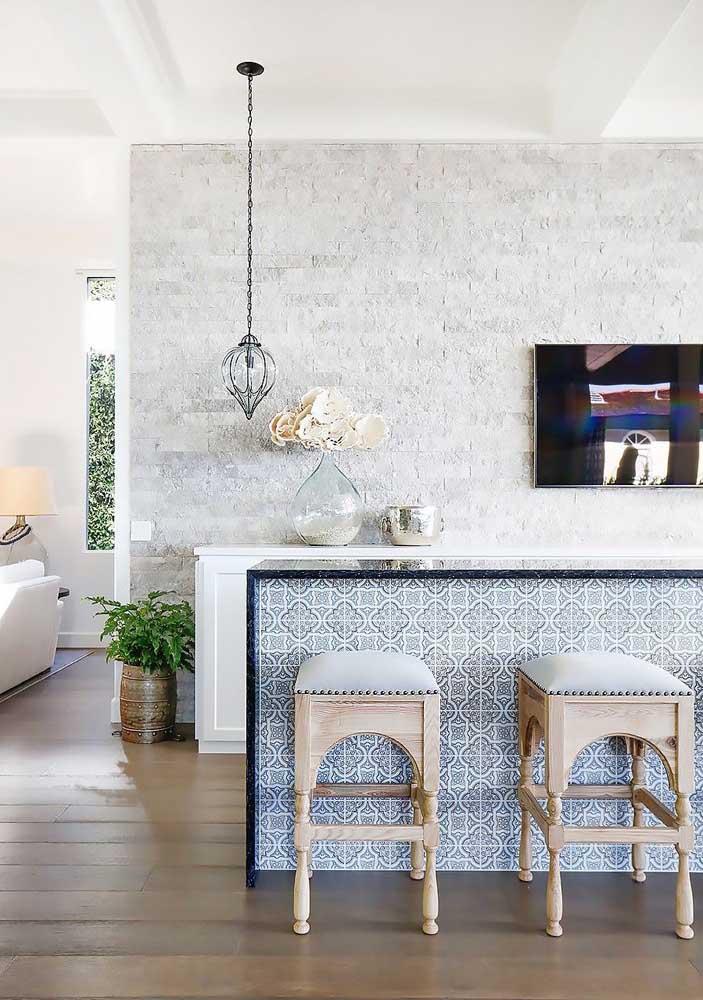Inspiração de canjiquinha são tomé entre os tons de branco e gelo; linda opção para cozinhas e banheiros