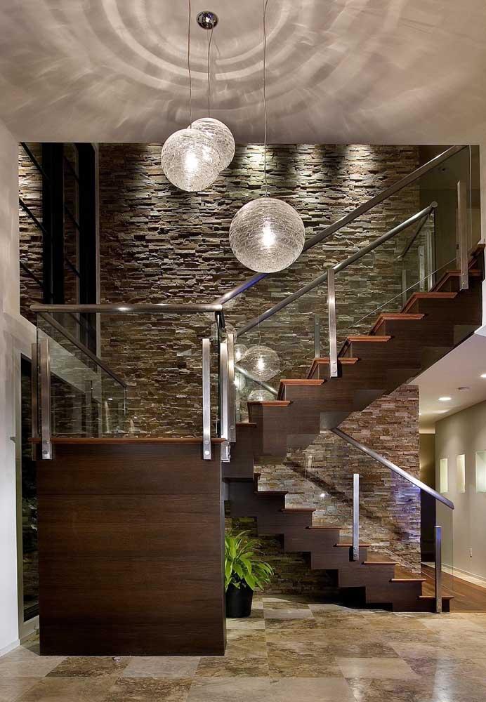 O estilo moderno/rústico da casa casou como uma luva com a canjiquinha cinza