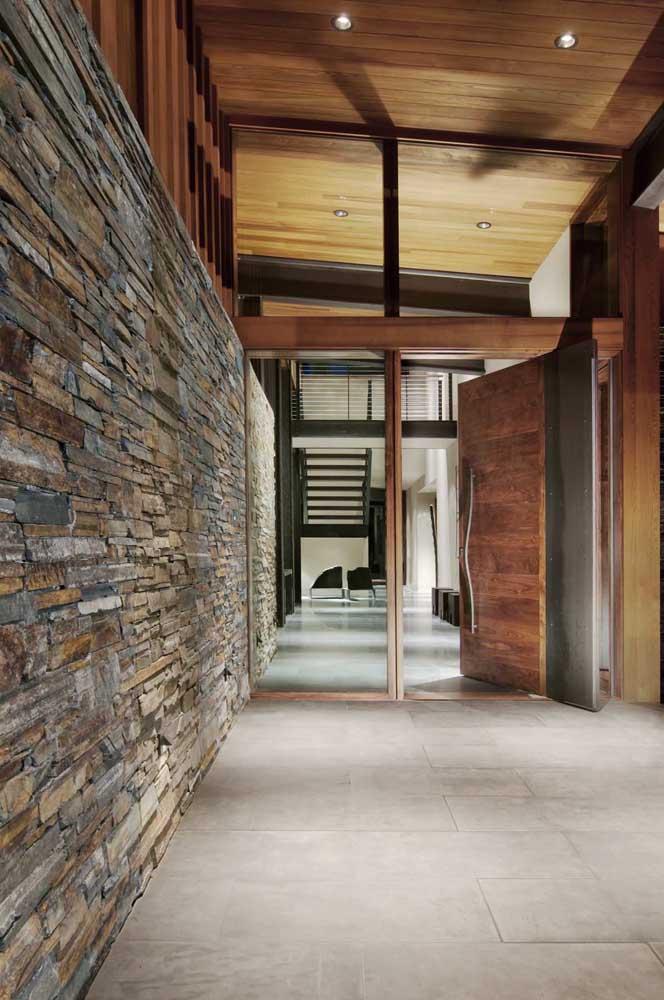As canjiquinhas também ficam ótimas na entrada das casa e garantem uma fachada imponente quando são usadas pedras de cores escuras