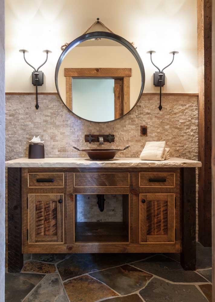 Banheiros ficam muito bem com canjiquinha, principalmente na parede da pia