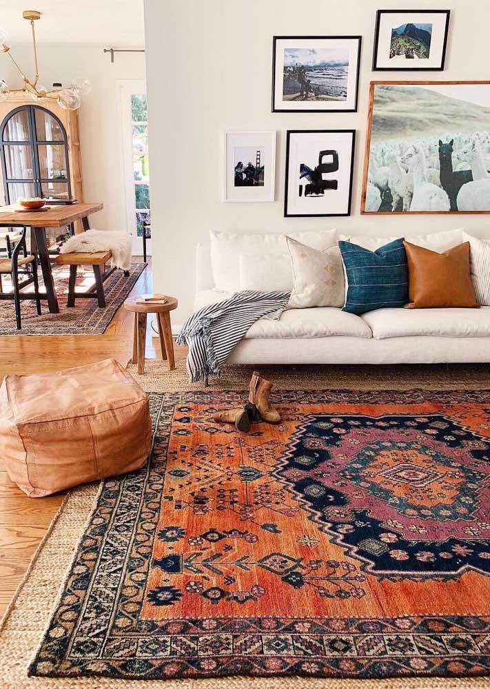 Como deixar o tapete ainda mais aconchegante? Aposte em um modelo de cores quentes