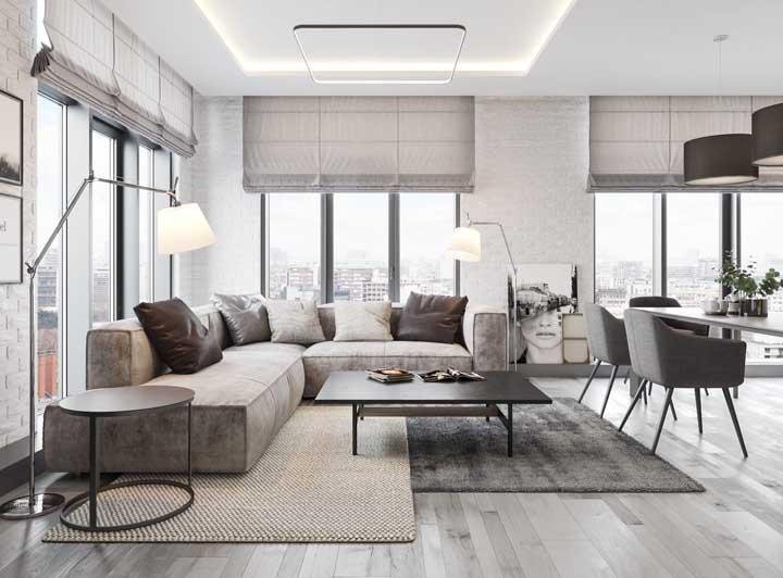 Combinação moderna entre dois tipos de tapetes para a sala de estar