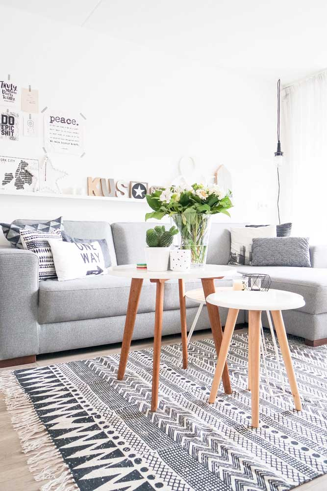 Inspiração de tapete com estampa étnica para a sala de estilo escandinavo