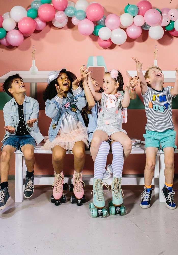 Que tal apresentar para as crianças de hoje como era a infância dos anos 80? Elas vão se encantar!