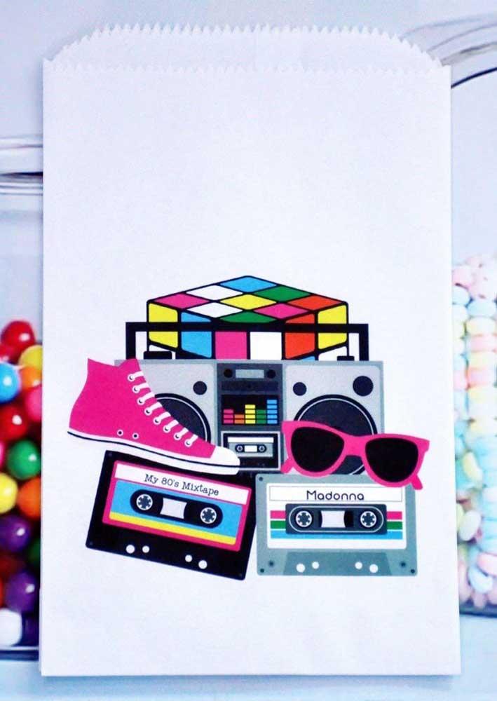Saquinho de doces estampado com alguns dos maiores ícones da década de 80