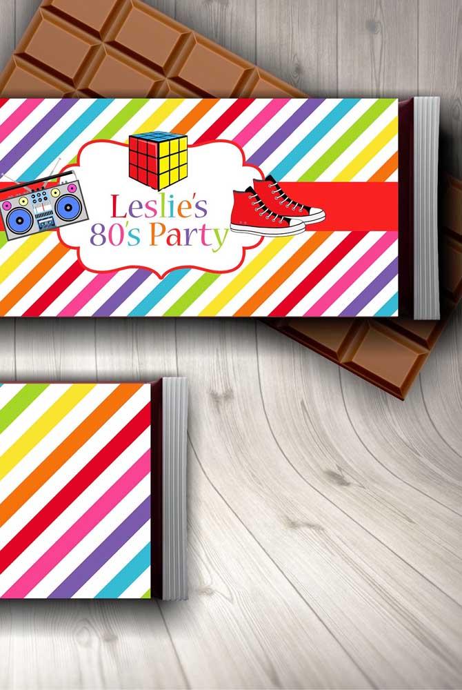 Barra de chocolate personalizada com o tema anos 80, ótima ideia também
