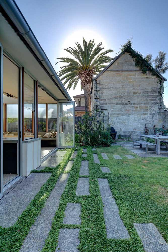 Jardim amplo e todo gramado: um sonho