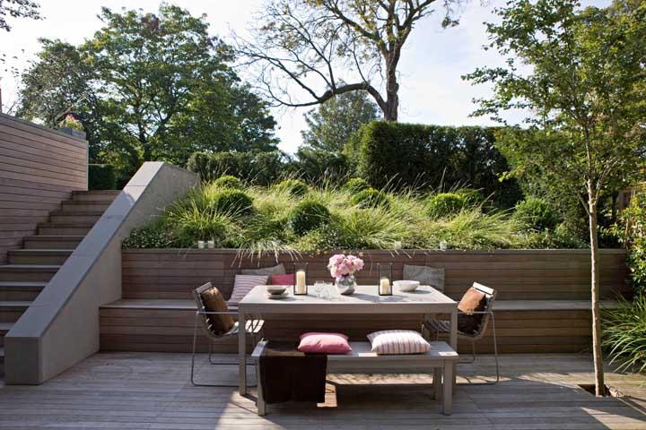 Área verde ao lado do espaço gourmet, afinal as refeições ficam muito mais agradáveis na companhia de um jardim