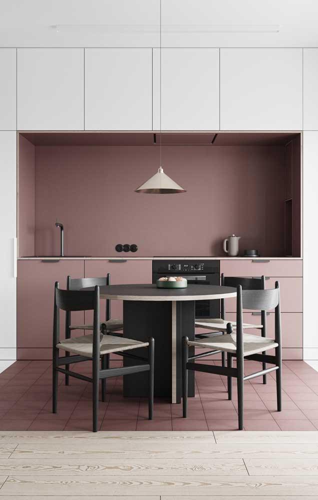 Nessa cozinha, o conceito de nicho foi levado para a área da pia