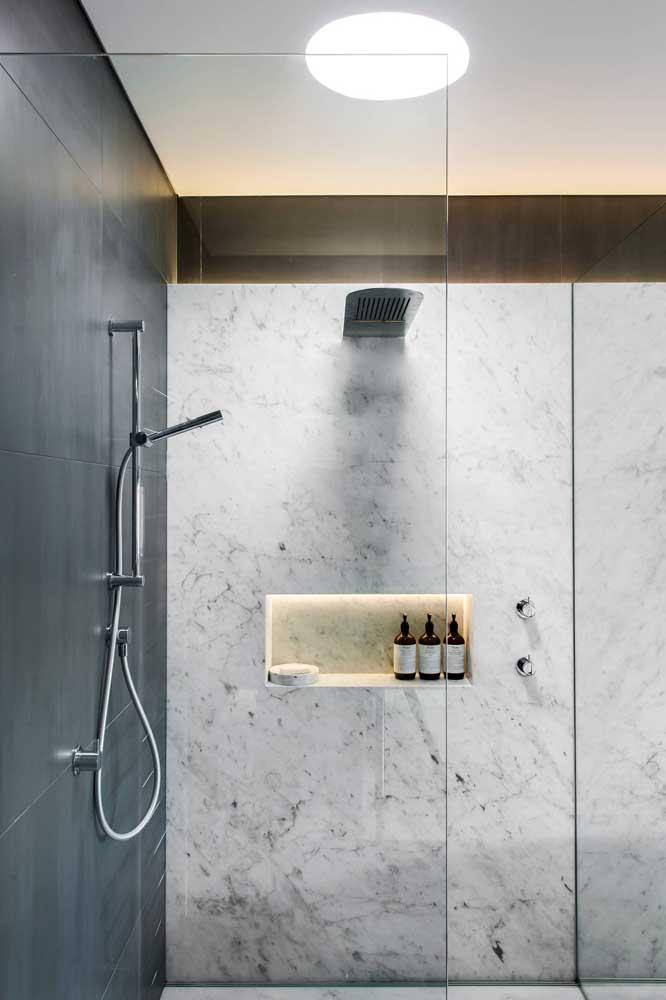 Nicho de parede para banheiro iluminado: não é preciso muito para deixar o visual do banheiro incrível