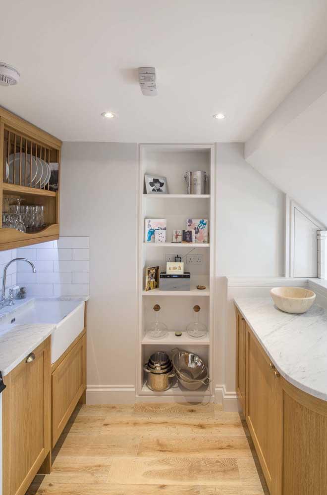 Na cozinha, os nichos de parede são ótimos para organizar e facilitar o dia a dia