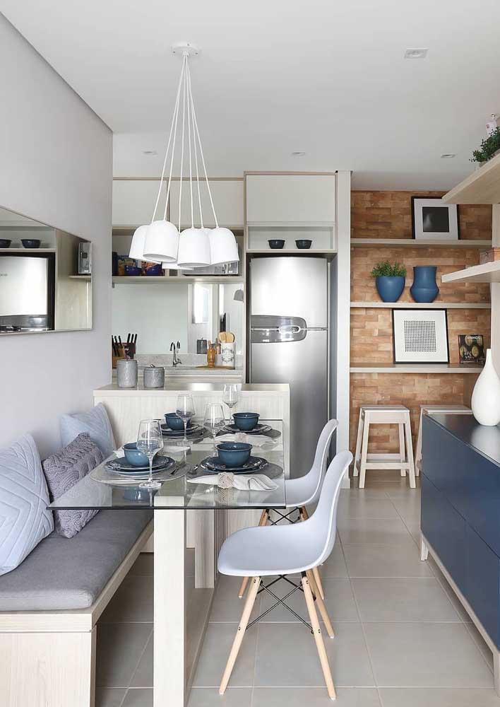 Mesa de parede de vidro com canto alemão: opção elegante e charmosa para a sala de jantar