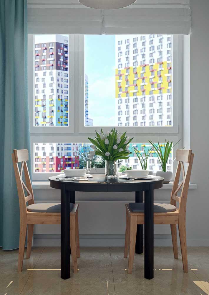 O que acha de uma mesa de parede redonda? Bem diferente!