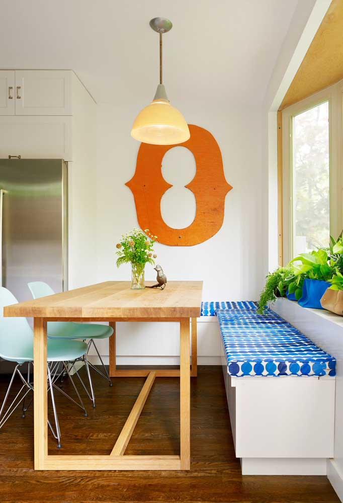 Rústica e despojada, essa mesa de parede feita com madeira de demolição é puro charme