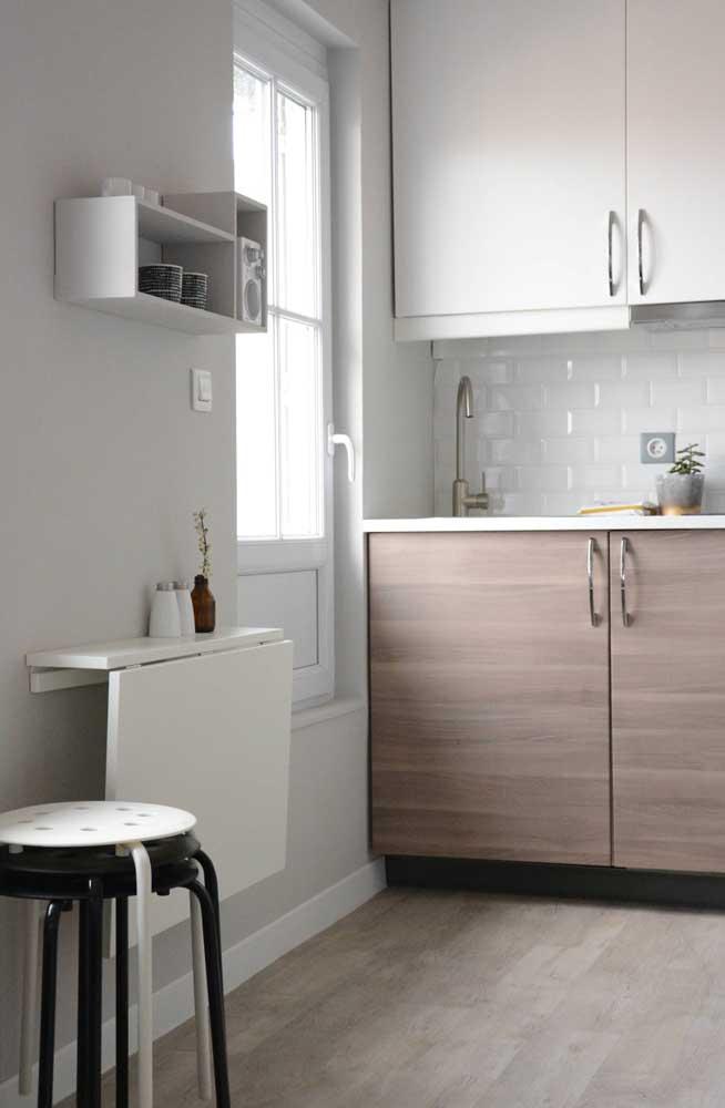 Modelo de mesa dobrável de parede ideal para apartamentos