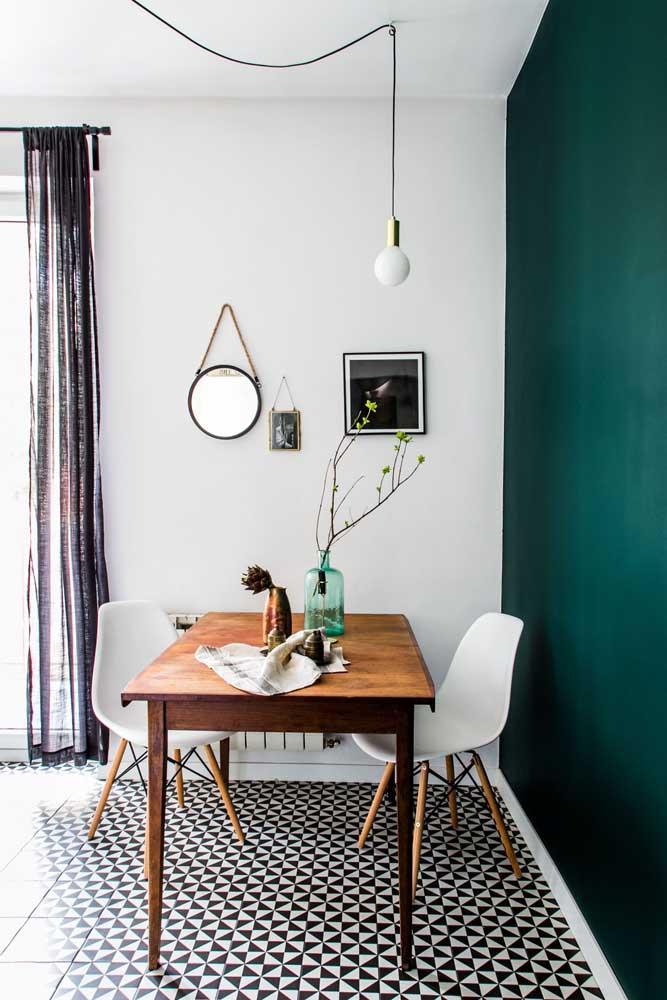 Mesa de parede de madeira; toque rústico e elegante na sala de jantar