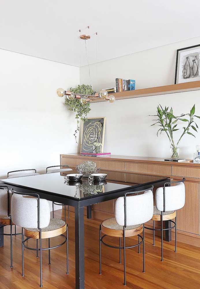 Mesa de parede quadrada: mais lugares disponíveis