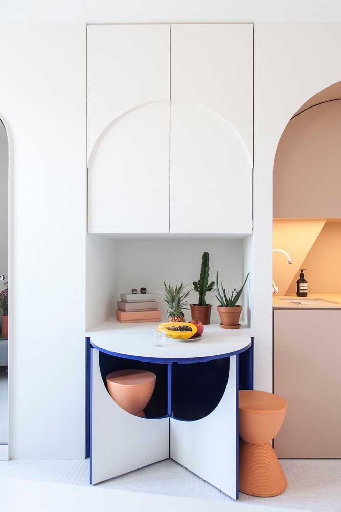 Design e estilo aplicados à mesa de parede dobrável: olha só que modelo diferente e criativo