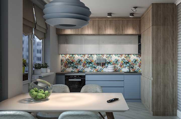 Mesa de parede retangular criando o limite visual entre a cozinha e os demais ambientes