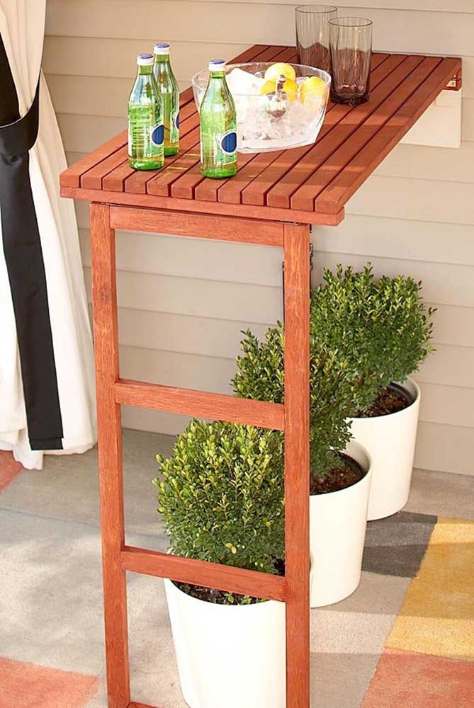 Mesa de parede pequena e dobrável para área externa: ótimo para aqueles dias ao ar livre