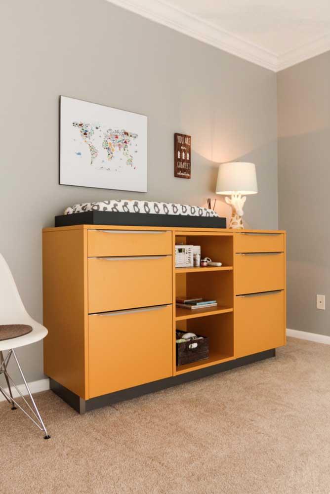 Cômoda amarela para quarto de bebê; moderna e que pode tranquilamente acompanhar a criança em seu desenvolvimento