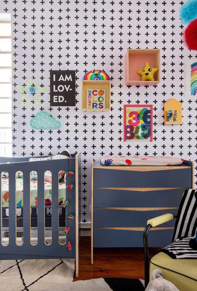 Cômoda e berço combinando: uma opção muito comum de decoração infantil