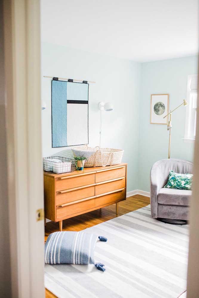 Cômoda de madeira maciça para o quarto de bebê: um móvel para durar a vida toda