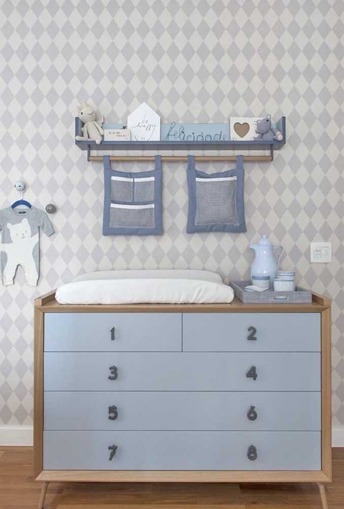 Lúdica e descontraída, essa cômoda de bebê traz puxadores em formatos de números