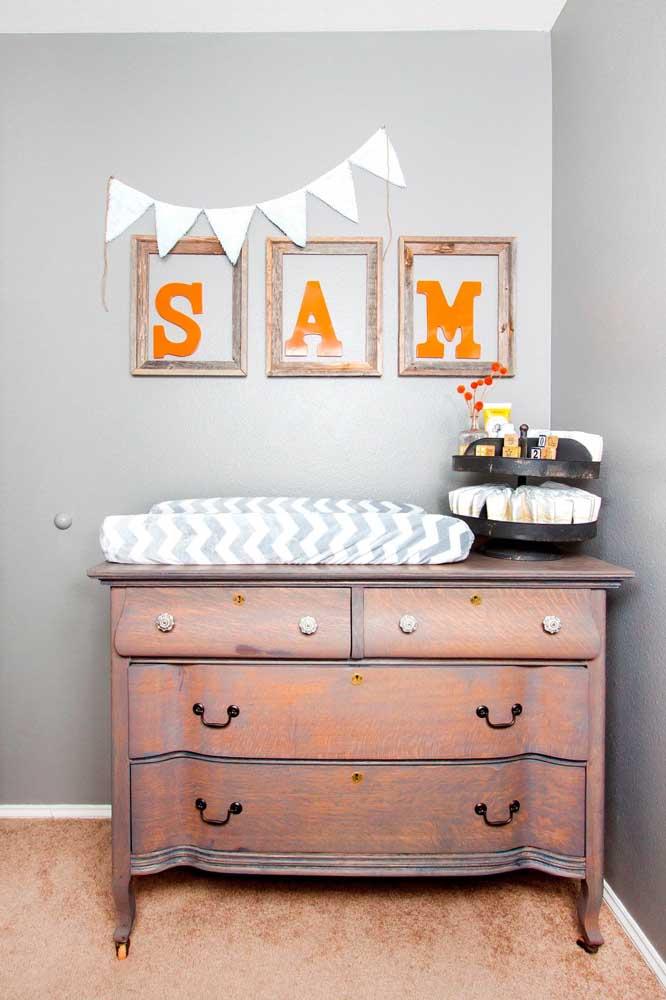 Se der sorte, pode ser que encontre uma cômoda vintage como essa para o quarto do bebê
