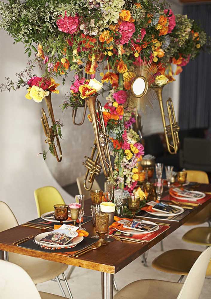 Festa anos 60 decorada com objetos vintage; além de linda, fica super original