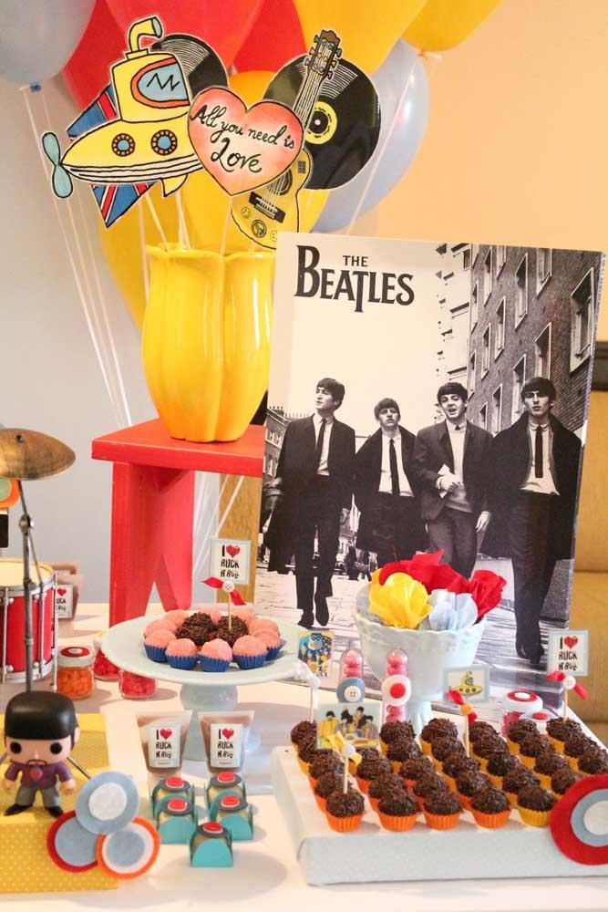 """Os """"The Beatles"""" e as músicas de maior sucesso do grupo marcando presença nessa outra festa anos 60"""
