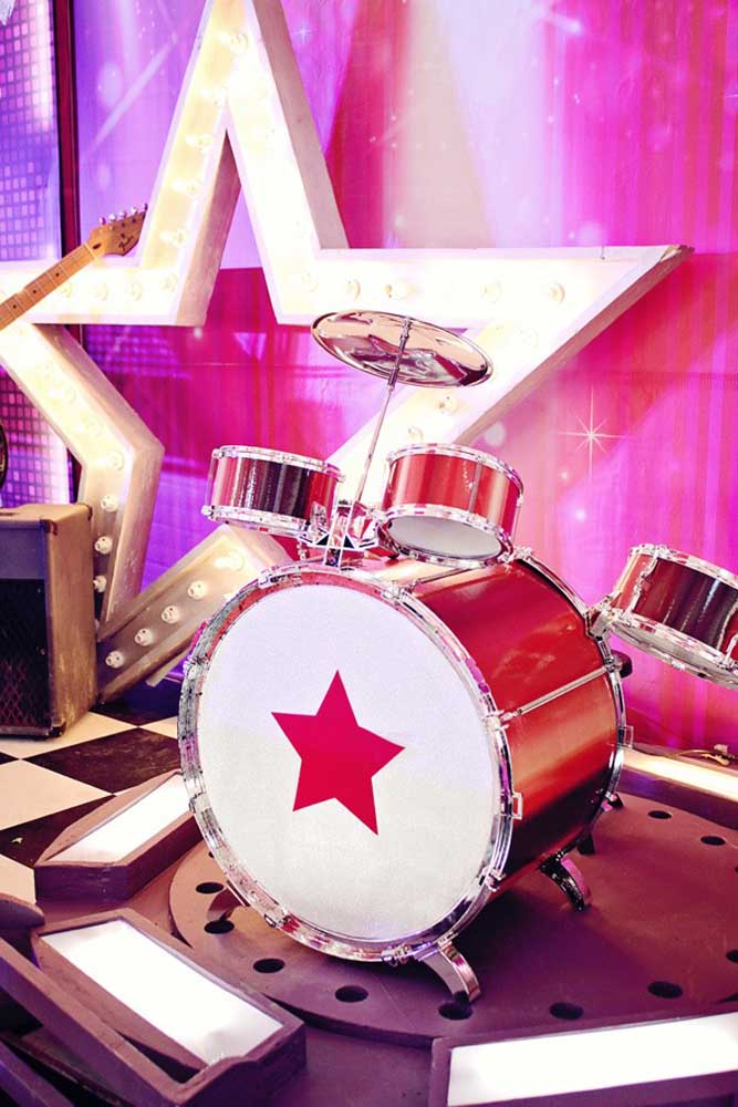 Porque não montar um show completo na festa anos 60?