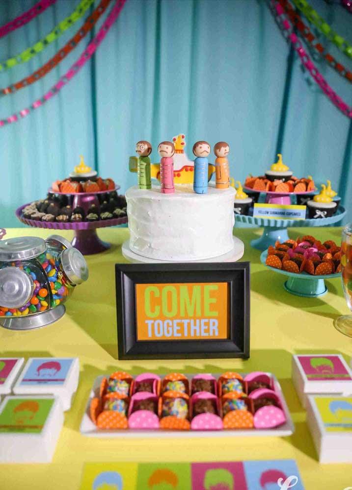 """""""The Beatles"""" e festa infantil combinam sim; a decoração abaixo prova isso"""