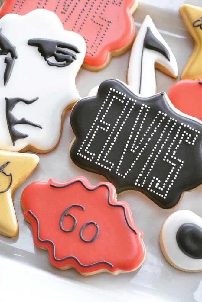 O rei, Elvis Presley, é o tema dessa festa anos 60 e dos biscoitinhos também
