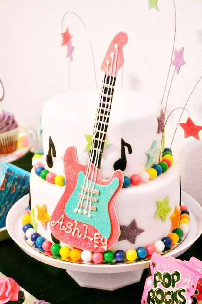Cores e rock and roll nessa mesa de bolo anos 60