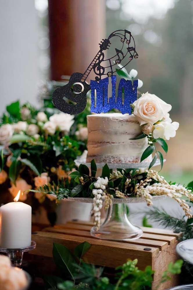 Naked cake também combina com festa anos 60