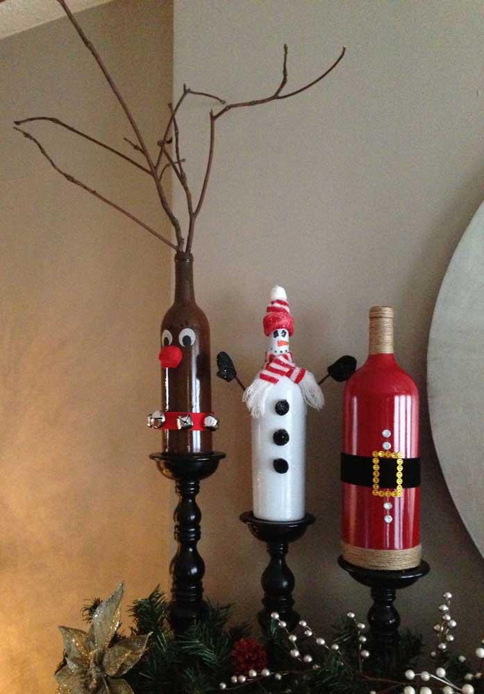 Trio de garrafas decoradas para o Natal: tem papai noel, boneco de neve e rena