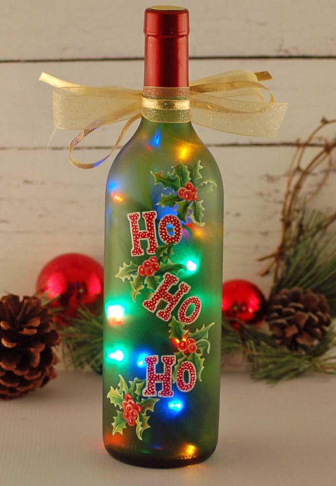 Essa ideia vale a pena copiar: garrafa de vidro decorada com luzes led para o natal