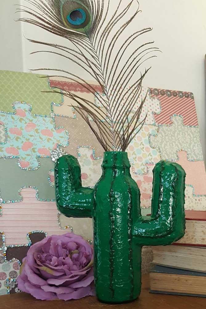 Os famosos cactos também ganharam versão nas garrafas decoradas, bem criativo, não?