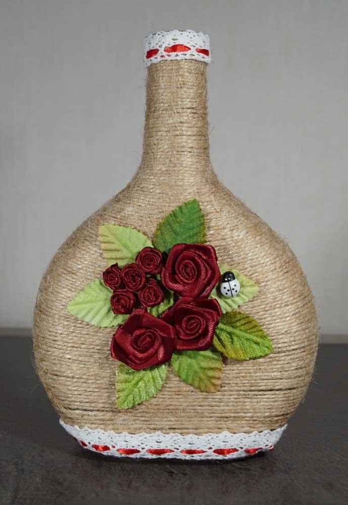 As garrafas decoradas enfeitam qualquer lugar da casa