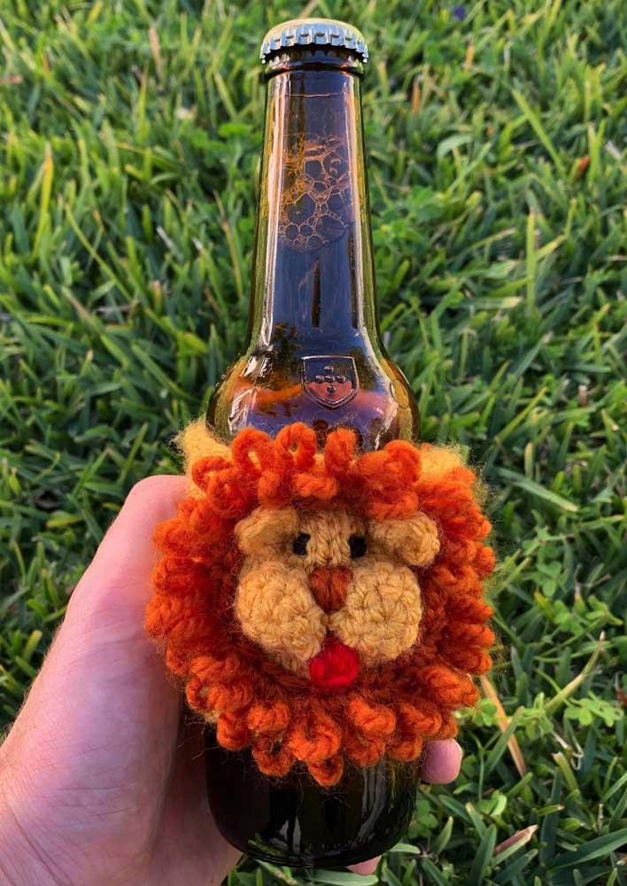 Gosta e sabe fazer crochê? Então una essa técnica com a garrafa decorada